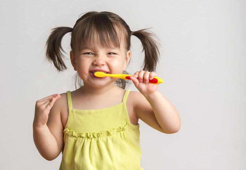 lavare i denti da 0 a 6 anni